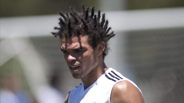El futbolista del Madrid Pepe en una foto de archivo en la que se ve el peinado que lucía después de sus vacaciones de 2014.