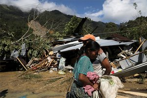 Personas damnificadas por lluvias e inundaciones en Guatemala.