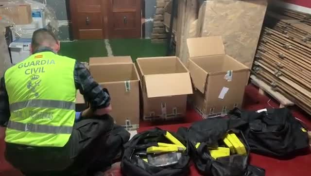 Hallados 200 kilos de coca en mochilas en el puerto de Barcelona