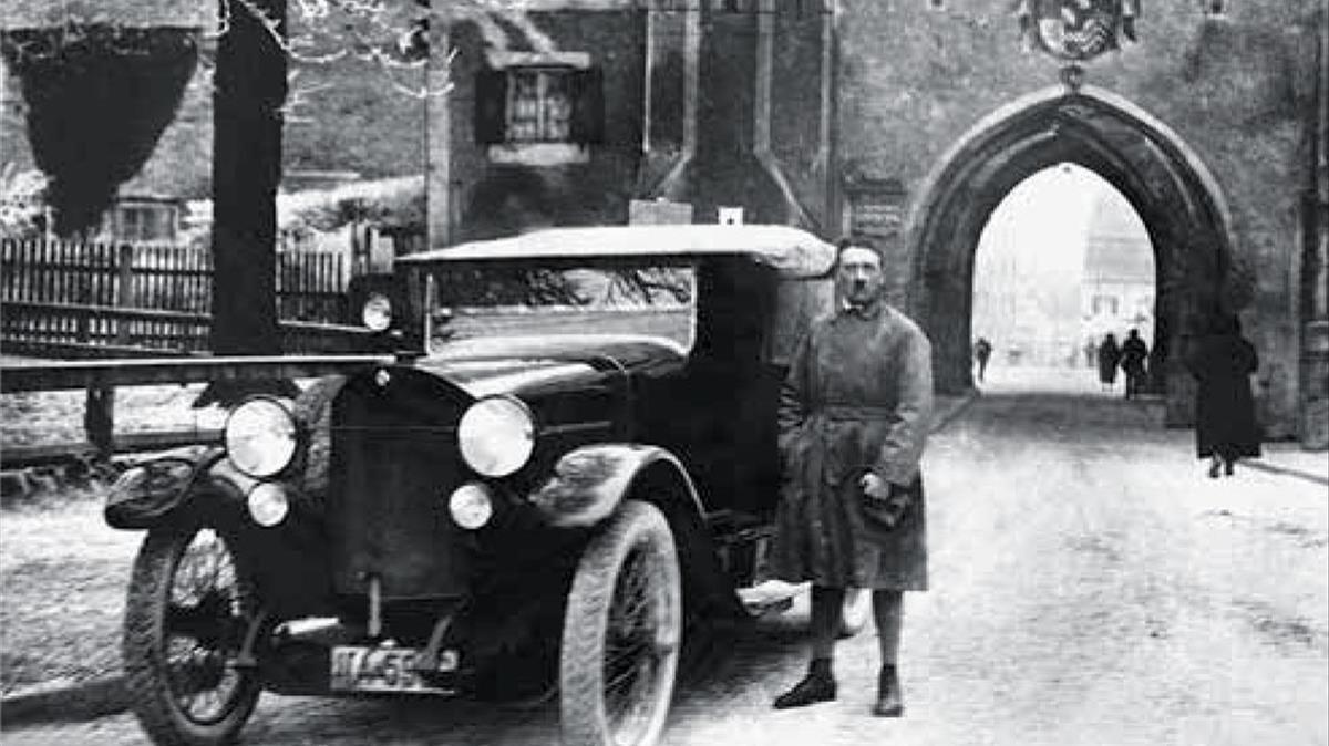 Hitler, recién salido de la prisión de Landberg, el 20 de diciembre de 1924.