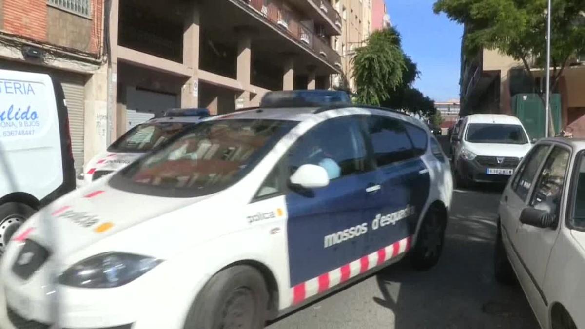 Un hombre se ha entregado esta madrugada a la Guardia Urbana de Badalona (Barcelona) tras confesar que había matado a su pareja.