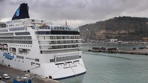 Un crucero en el muelle Adossat.