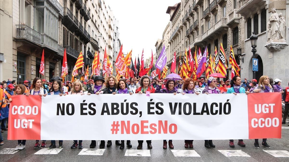 Imagen de la pancarta con la que se ha abierto la manifestación del 1 de mayo.