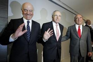 De izquierda a derecha, Francisco González, Isidre Fainé y Emilio Botín, en un acto empresarial, en febrero del 2011 en Madrid.