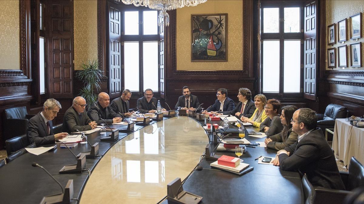 El Parlament manté el vot delegat de Puigdemont i la reforma per investir-lo