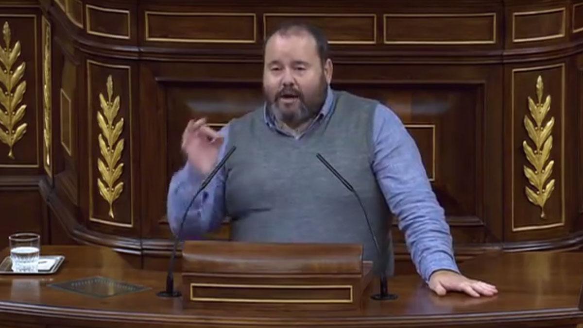 Joan Mena deja en evidencia a Toni Cantó hablando de la educación pública en Catalunya.