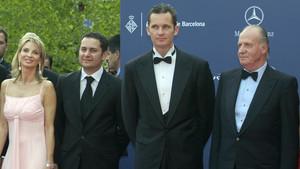 El rey emérito, Juan Carlos I, en una imagen del 2006, junto a su yerno Iñaki Urdangarín y Corinna.