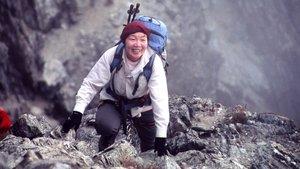 Siempre sonriente, Junko Tabei escalandoel pico Bolívar, en Venezuela.
