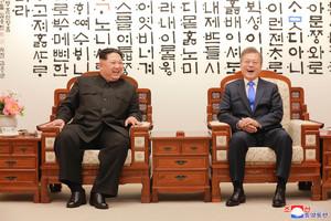 Kim Jong-un y Moon Jae-in, durante el encuentro del pasado 27 de abril.