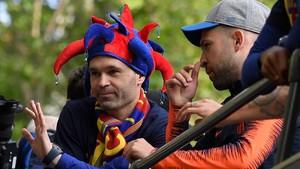Iniesta, durante la rúa del Barça.