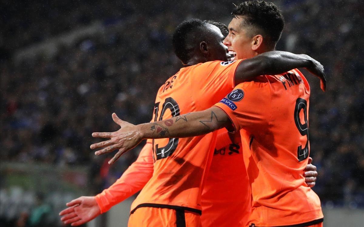 Los jugadores del Liverpool celebran uno de los goles.