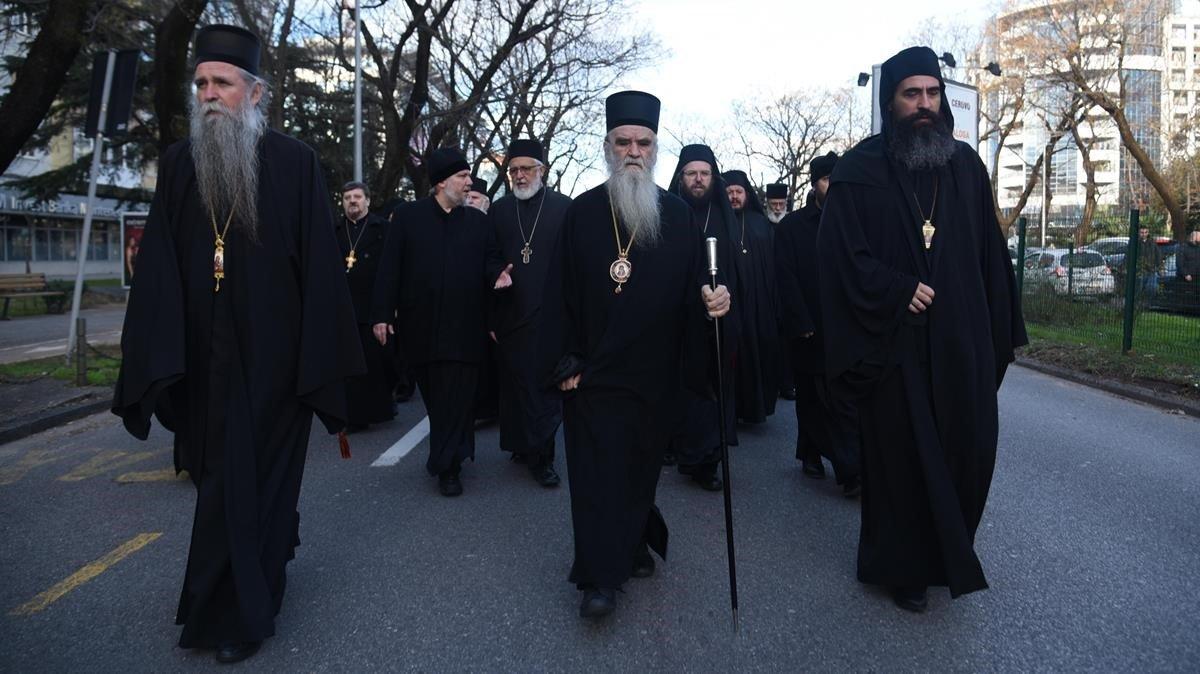 Los popes protestan por las calles de Montenegro
