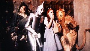 Ray Bolger, Jack Haley, Judy Garland y Bert Larhl, en 'El mago de Oz'.