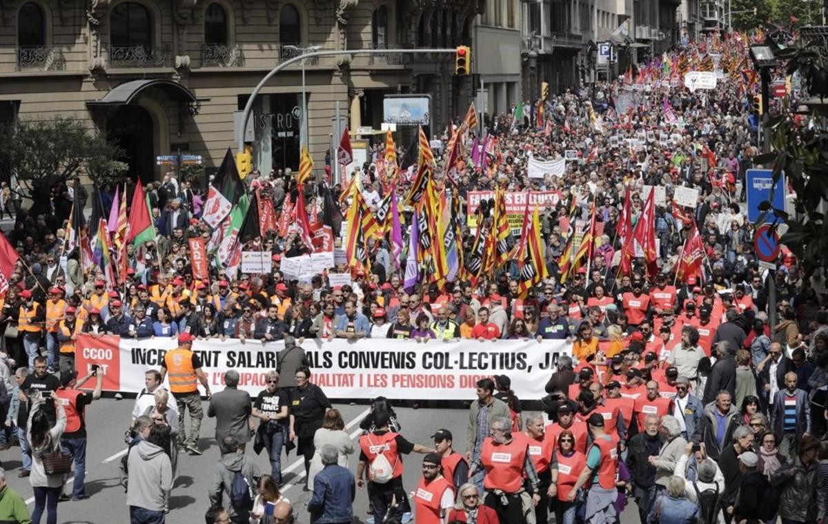 La manifestación del Primero de Mayo del 2017,a su paso por Via Laietana de Barcelona.
