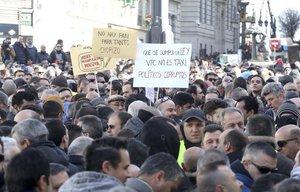 Manifestación de taxistas en la Puerta del Sol de Madrid.