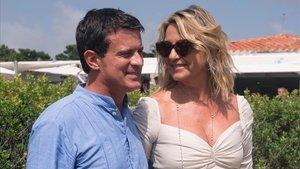 Manuel Valls y Susana Gallardo, tras su boda..