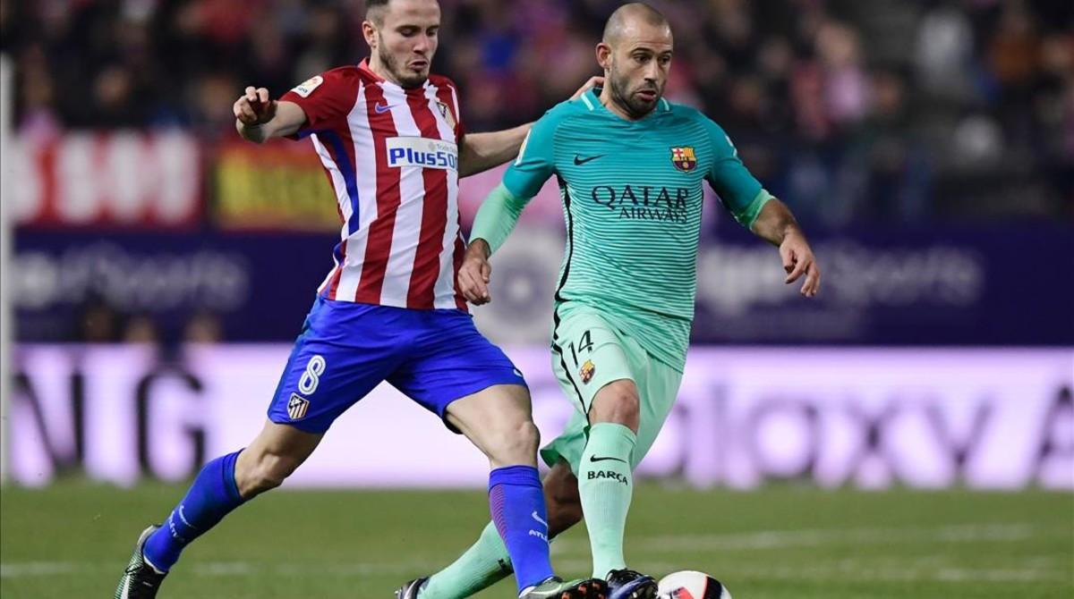 Mascherano pelea con Sául en el Calderón.