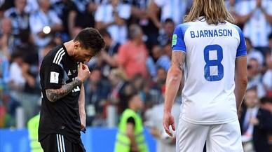 Messi se amarga y Argentina se complica la vida