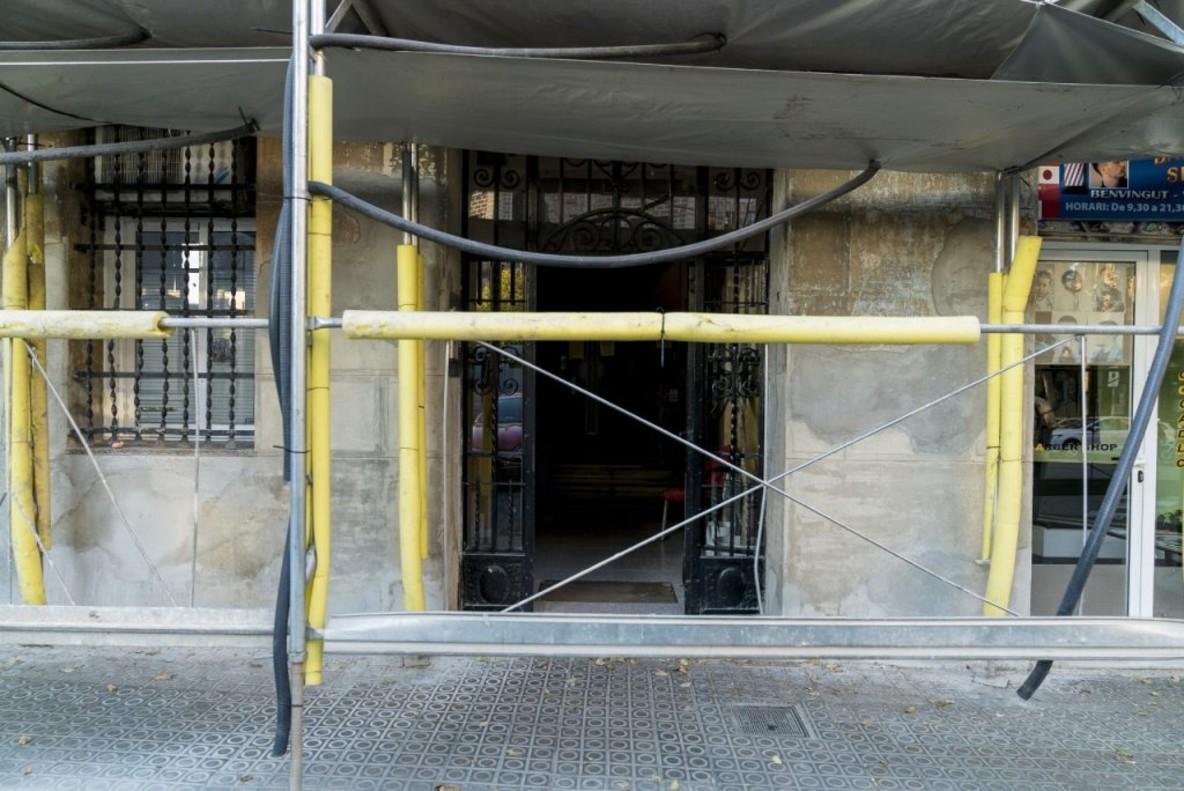 Un edificio en fase de rehabilitación en Barcelona.