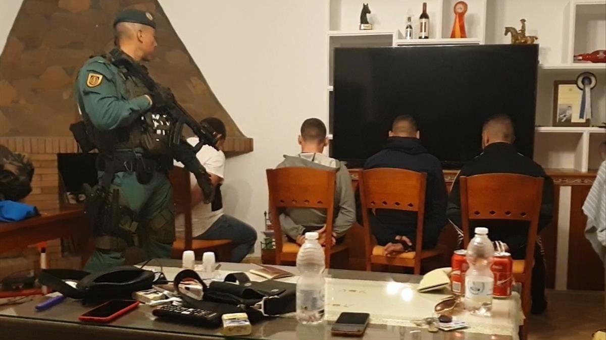 Operación policial en una finca de Trebujena (Cádiz), contra el tráfico de drogas.