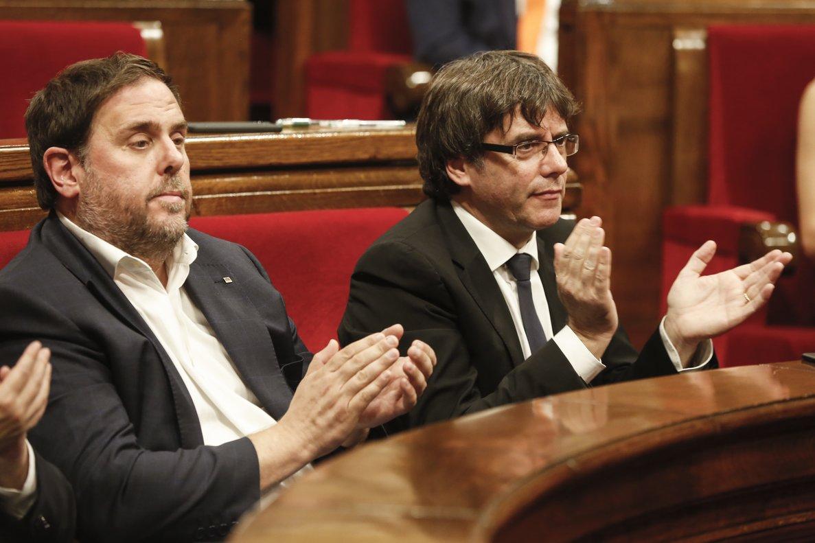 Oriol Junqueras y Carles Puigdemont, en el Parlament, el 10 de octubre del 2017.