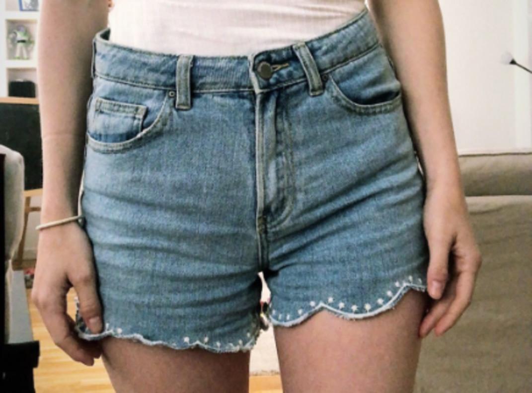 """Gritos de """"cerda"""" y amenazas a una mujer en Murcia por ir en pantalones cortos"""