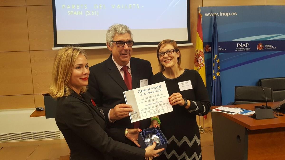 Entrega del certificata la regidora de Parets Paola Gratacós.