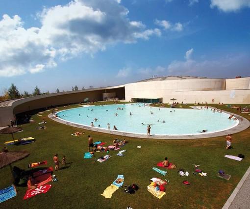 Las piscinas de cornell triplican el n mero de usuarios - Piscina en barcelona ...