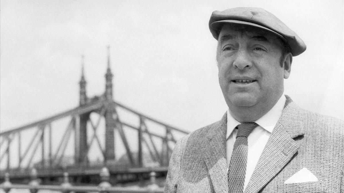 El poeta chileno Pablo Neruda, en 1956,