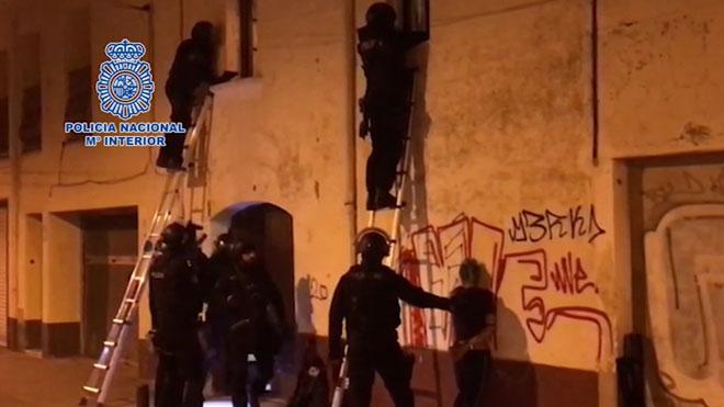 La Policía Nacional desmantela un narcopiso en Pineda de Mar.