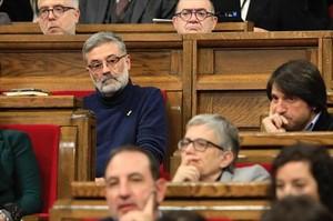 El portavoz cupaire Carles Riera (izquierda) junto a otros diputados.