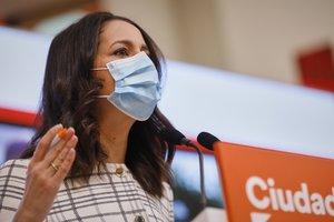 La presidenta de C's, Inés Arrimadas, en la rueda de prensa en la que ha pedido a Sánchez el estado de alarma
