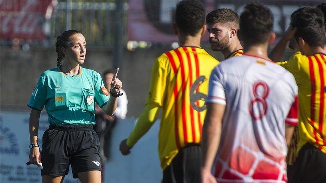 Cecilia Muñoz dirige el Mollet-Sant Andreu Atlètic el pasado noviembre.
