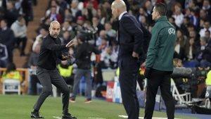 Guardiola, junto a Zidane, en el Madrid-City disputado en febrero en el Bernabéu.