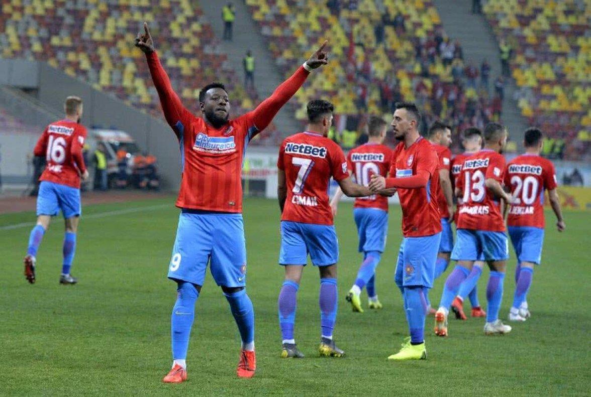 Los jugadores del FCSB celebran un gol.