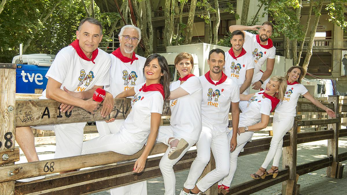 El equipo de RTVE encargadode cubrir la fiesta de los sanfermines