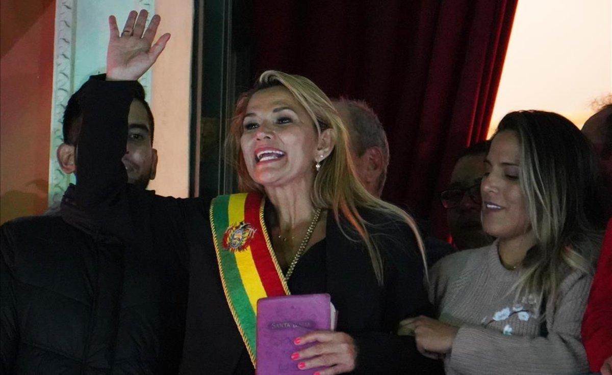 La senadora opositora Jeanine Añez se autoproclamó presidenta interina en noviembre pasado.