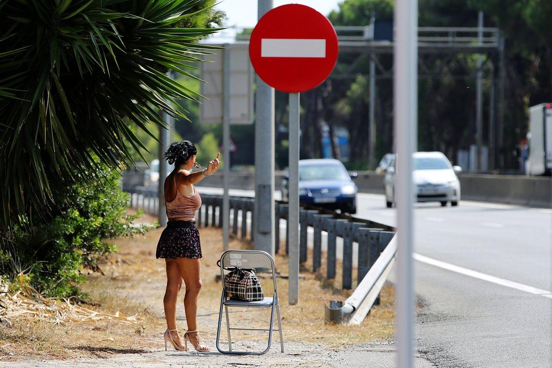 Una empleada sexual en una vía de Castelldefels.
