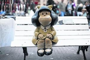 Una muñeca de Mafalda en un banco de Buenos Aires, en la Argentina natal de Quino, su creador.