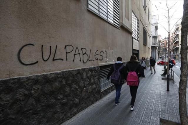 Una pintada en una pared del colegio de los Maristas, en la calle Caballero de Barcelona.