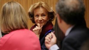 Elena Salgado, exvicepresidenta del Gobierno, en la comisión de investigación de la crisis en el Congreso.