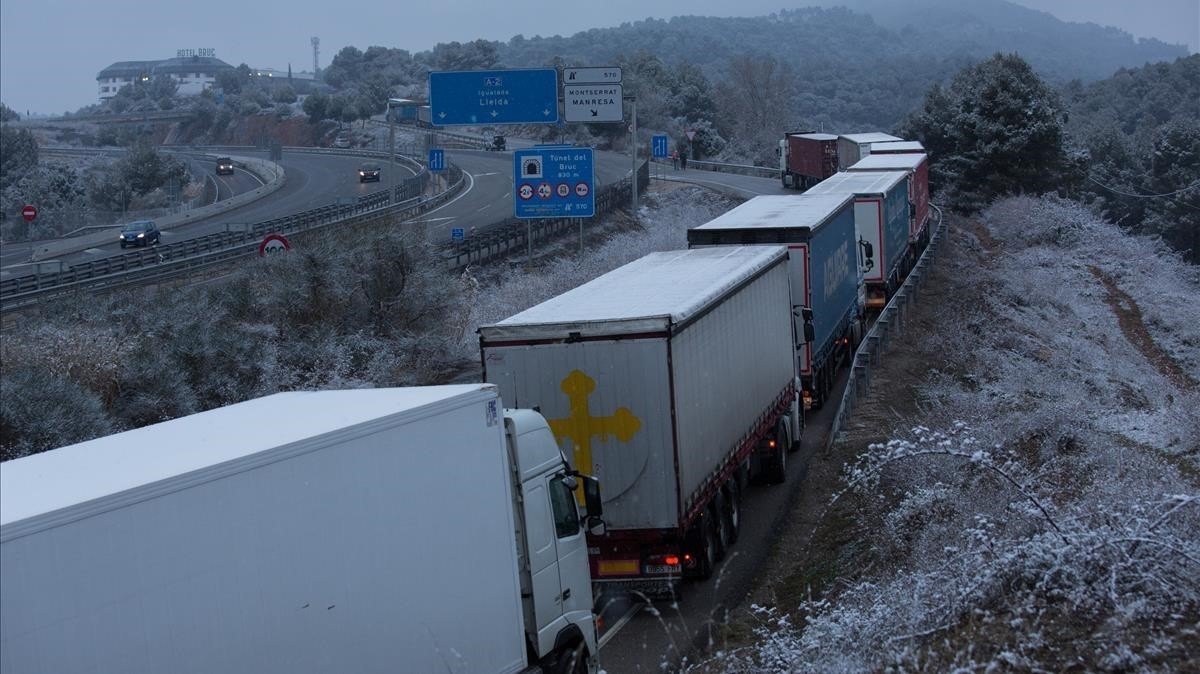 El temporal de fred i neu a Catalunya començarà a remetre a partir del migdia