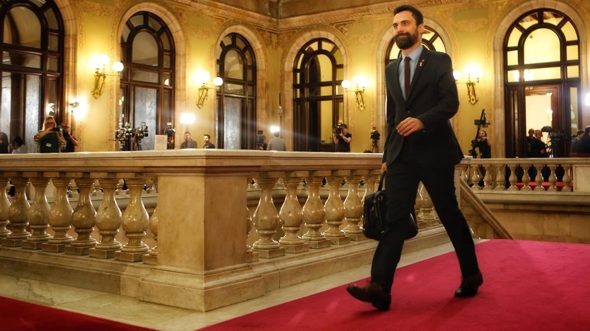 El president del Parlament, Roger Torrent, a su llegada al Parlament, esta mañana.