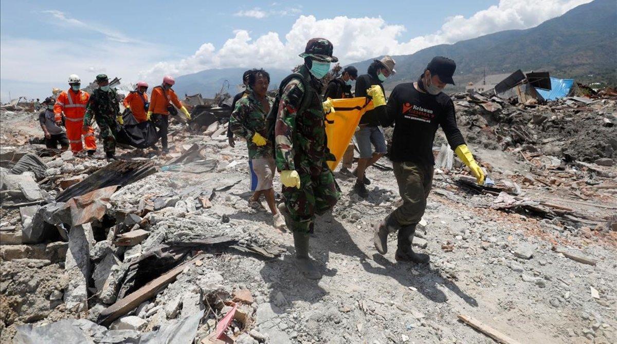Incrementa la cifra de muertos en Indonesia por sismo