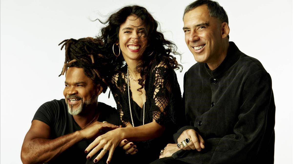 De izquierda a derecha, Carlinhos Brown, Marisa Monte y Arnaldo Antunes.