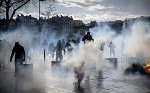 El Govern francès abaixarà els impostos per respondre a la crisi dels 'armilles grogues'