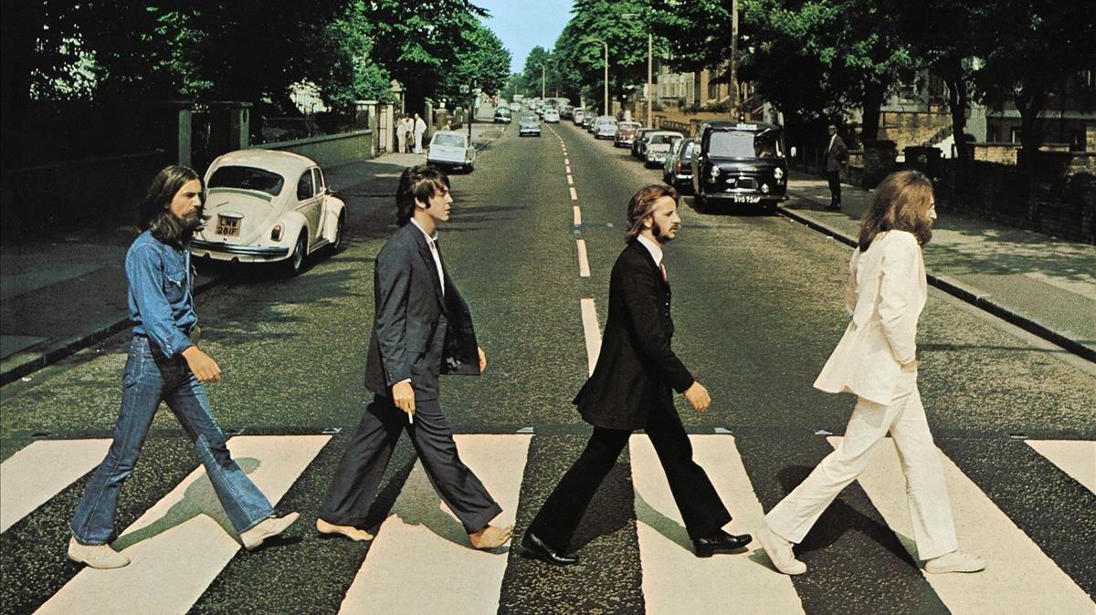 The Beatles cruzando Abbey Road en Londres en 1969