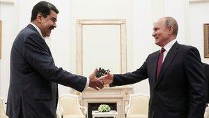 Maduro viatja a Moscou a la recerca de més suport de Putin