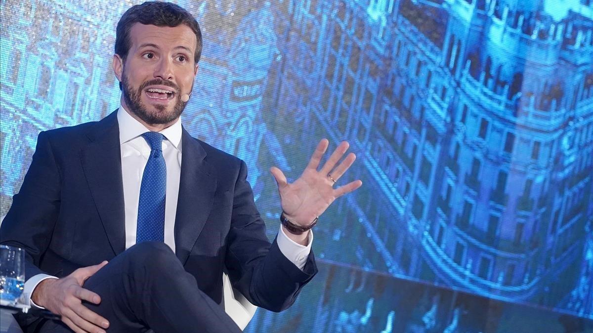 Casado no veu creïble que Sánchez s'emboliqui amb la bandera d'Espanya
