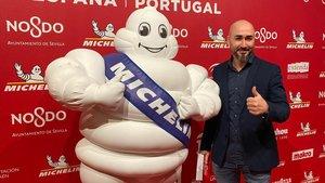 El chef Artur Martínez, del restaurante Aürt (Barcelona), que se estrena con una estrella, en la presentación de la guía Michelin 2020 en el teatro Lope de Vega de Madrid.